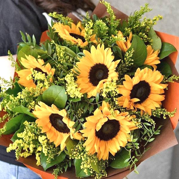 sunflowers-arrangement